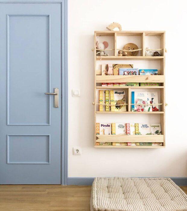 estantería de pared para habitación color claro
