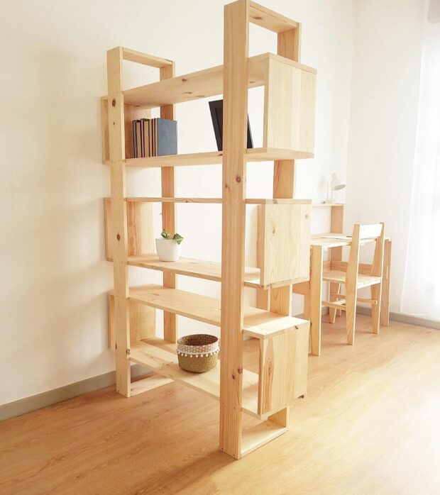 Estantería moderna para salón o habitación.