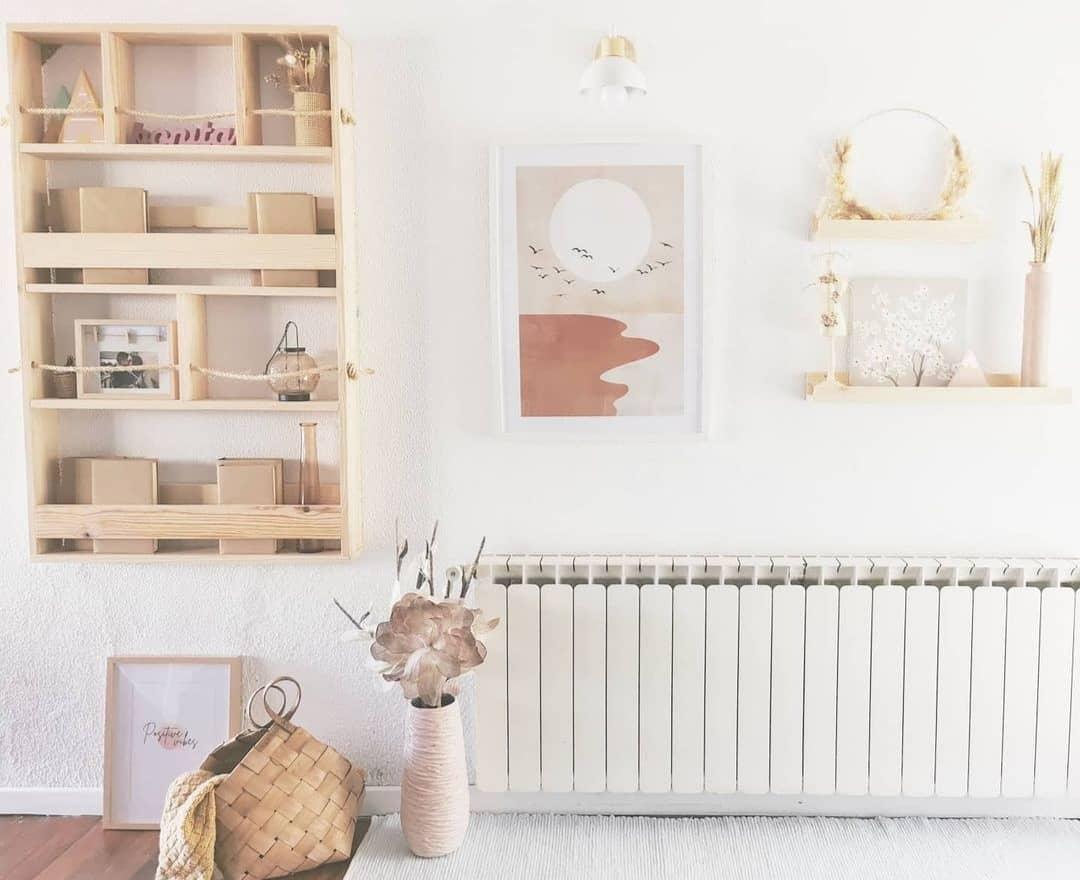 Idea de cuadros para tu salón con madera de pino