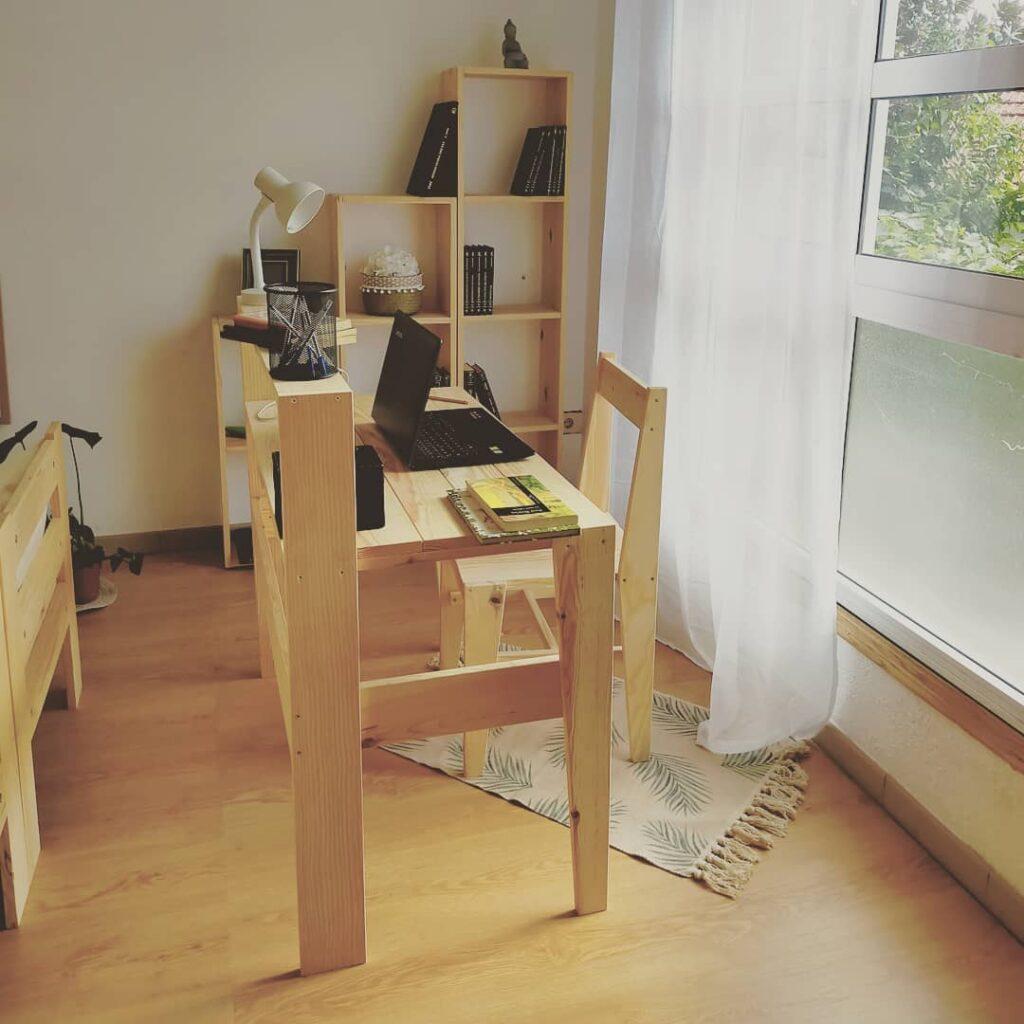 el rincon de tu salon ideal para crear tu mesa de estudio